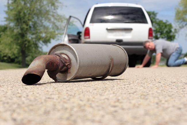 Глушитель автомобиля со временем повреждается