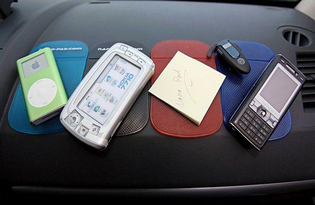 Силиконовый коврик в машину для телефона