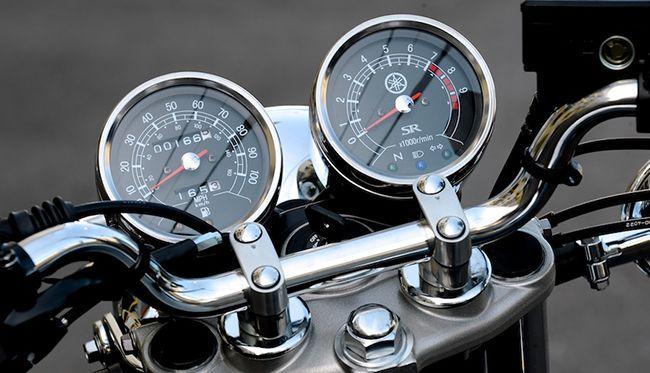 Тахометр измеряет обороты двигателя